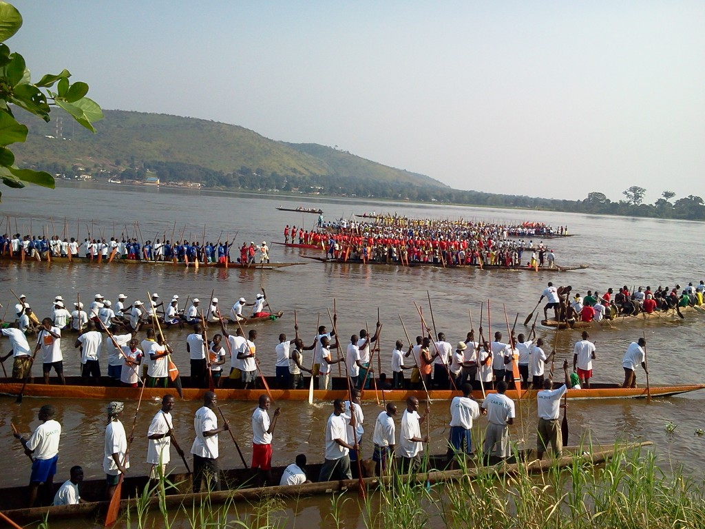 Independence Day boat race with in the background Congo, Zaire
